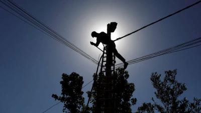 إيران توضح سبب توقف تزويد العراق بالكهرباء