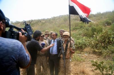 الوزير الارياني وفريق اعلامي يزورون المواقع المتقدمة للجيش الوطني في مشارف مران بصعدة