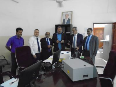 نائب وزير الداخلية يفتتح مركز الإصدار الآلي بسفارة اليمن في جيبوتي