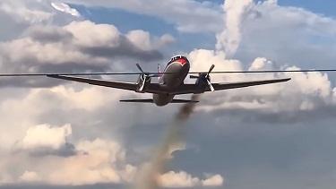 راكب يوثق اللحظات المروعة لتحطم طائرة (فيديو)