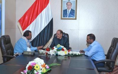 الفريق علي محسن الأحمر يلتقي محافظ محافظة البيضاء