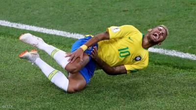 نيمار يدافع عن نفسه : سقوطي المتكرر في مباريات المونديال له سبب