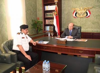 الرئيس هادي يؤكد على اهمية رفع اليقظة والجاهزية لمختلف قطاعات ووحدات القوات المسلحة