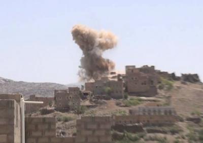 (شاهد فيديو) للحظة فرار مسلحي الحوثي من مواقعهم تحت قصف عنيف للجيش