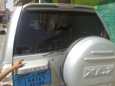 تعرض سيارة الزميل الإعلامي عبد المجيد الصلاحي لإطلاق نار من قبل مجهولين