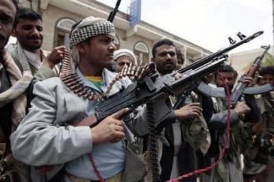 مرافقوا أولاد الاحمر يطلقون الرصاص الحي في الهواء ويقتحمون إحدى محطات البترول بالقوة ويستفزون سكان الحصبه