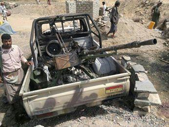 ( بالصور ) آثار الهجوم الذي نفذه مسلحون  قبل أيام على نقطة تابعة للجيش بمنطقة بيحان محافظة شبوة