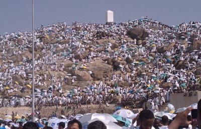 وزارة الأوقاف تعتزم توحيد ثياب اليمنيات أثناء أداء فريضة الحج