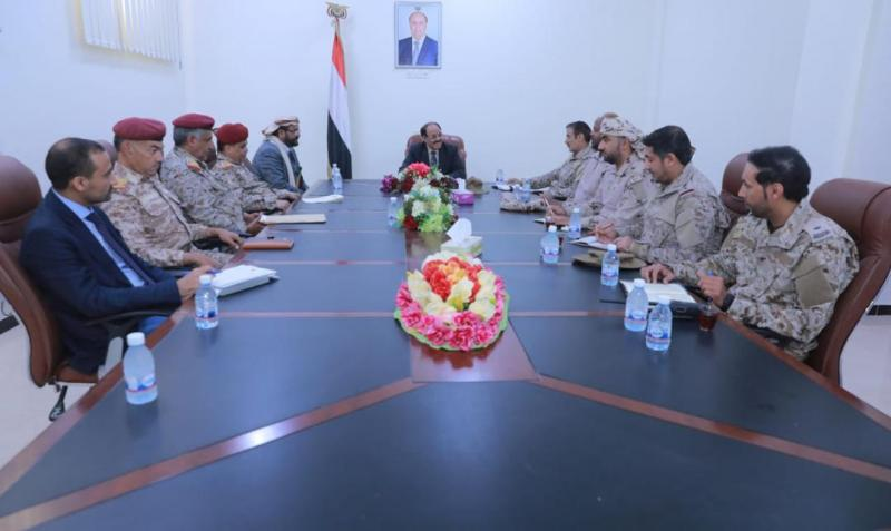 الفريق علي محسن الأحمر يلتقي بمحافظ مأرب وعدداً من قادة الجيش والتحالف