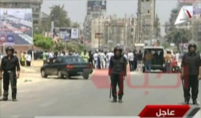مقتل ضابطي شرطة في انفجارين بالقاهرة