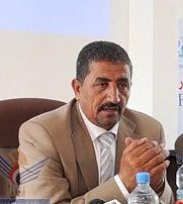 أمين عام المجلس المحلي بمحافظة ذمار يُقيل مدير الكهرباء بالمحافظة ويوقف مدير عام الأراضي ( الأسباب)
