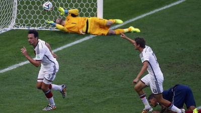 ( بالفديو )رأسية هوميلس تخرج فرنسا وتؤهل ألمانيا لنصف النهائي