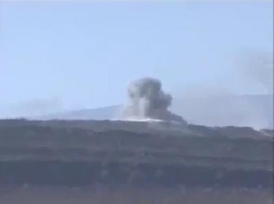 الطيران الحربي يستهدف مقر اللواء 310 ومعسكر قوات الأمن الخاصة بعمران بعد أن تمكن الحوثيون من نهب بعض الآليات والمعدات العسكرية والتوجه بها إلى صعدة وسفيان