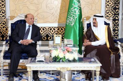 صحيفة  : قيادة المملكة العربية السعودية تبلغ هادي أنها ضد سياسة إشعال الشمال بالحروب وتأمين الجنوب