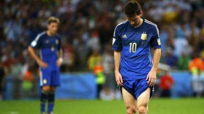 """حلم ميسي بـ""""مرتبة مارادونا"""" يؤجل 4 أعوام"""