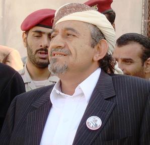 الشيخ صادق الأحمر يغازل السعودية ويقول لا يأتينا من الأشقاء في المملكة إلا كل خير