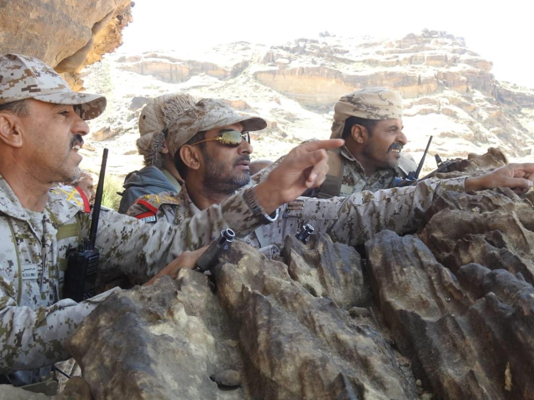 قائد العمليات المشتركة يتفقد قوات الجيش الوطني في جبهة نهم