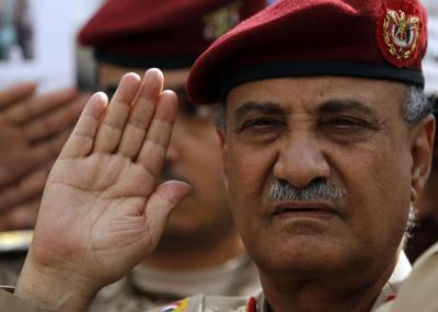 """( بالفيديو) وزير الدفاع """"محمد ناصر احمد"""" الوزير الذي سقطت في عهده محافظات ومعسكرات"""