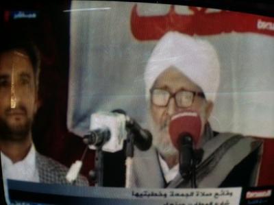 الحوثيون ينصبون الخيام أمام وزارة الداخلية ومقرات حكومية بعد أدائهم لصلاة الجمعة وخطيب الجمعة يطلق الصرخة الحوثية في نهاية الخطبة
