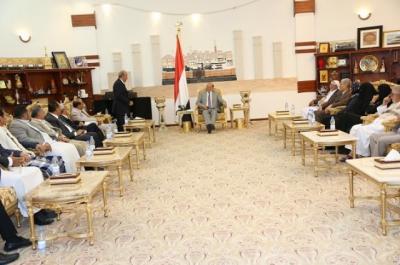 """الرئيس هادي : أنا وأولادي وأفراد أسرتي هنا في صنعاء وسنبقى في مقدمة المدافعين عنها ولن نذهب إلى أي مكان أخر""""."""