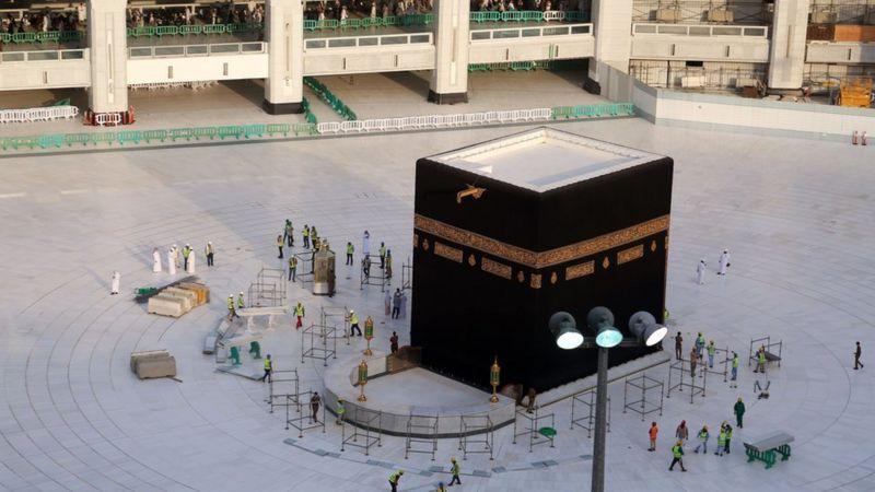 السلطات السعودية تكشف عن ضوابط أداء العمرة