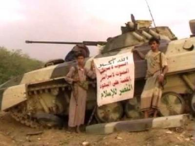 صحيفة : مسلحي الحوثي ينقلون اليات عسكرية وأسلحة ثقيلة إلى مداخل العاصمة