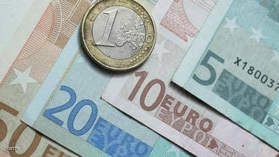 اليورو يسجل أعلى مستوى في أكثر من عامين أمام الدولار