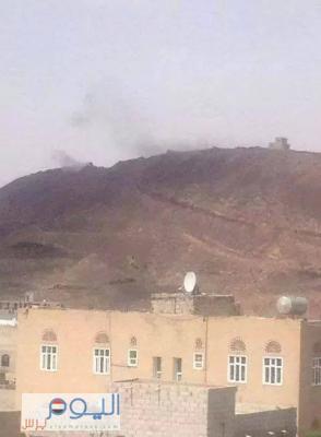 """أنباء عن تمكن الحوثيون من الصعود والتمركز في """" تبة صادق """"  الإستراتيجية والجيش يستمر في قصفهم"""