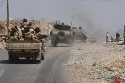 الحوثيون يواصلون نقل أسلحة ثقيلة وأليات عسكرية من معسكرات صنعاء إلى معاقلهم الرئيسة بعمران وصعدة