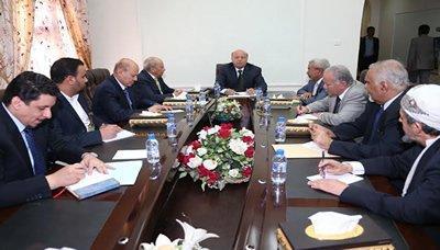 الرئيس هادي يعقد اجتماعاً مع مستشاريه للبت في إختيار رئيس جديد للحكومة