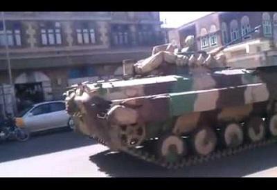 ( فيديو ) جماعة الحوثي تواصل نقل المعدات العسكرية والأسلحة الثقيلة المنهوبة إلى صعدة