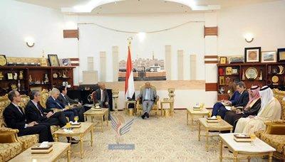 الرئيس هادي يُحمًل الدول العشر الراعية للمبادرة الخليجية مسؤولية أمن وإستقرار اليمن - ويكشف عن الآلية التي تم بها تكليف بن مبارك لرئاسة الوزراء