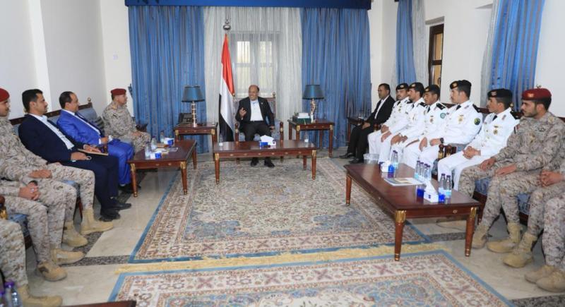 الفريق علي محسن الأحمر يلتقي الخريجين اليمنيين من الكليات العسكرية والأمنية السعودية ( صوره)