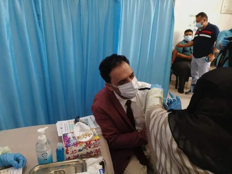 بدء عملية التلقيح ضد فيروس كورونا في عدن