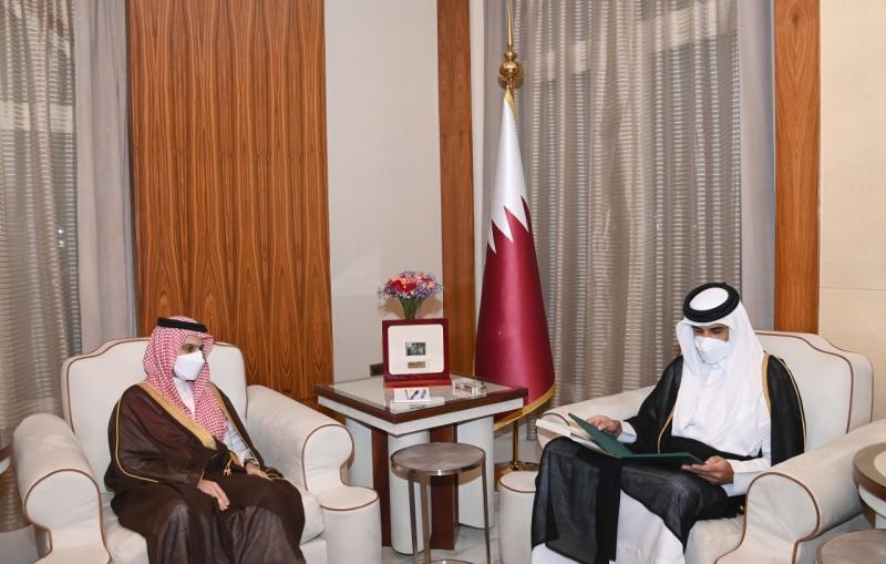 أمير قطر يتلقى دعوة من العاهل السعودي لزيارة المملكة