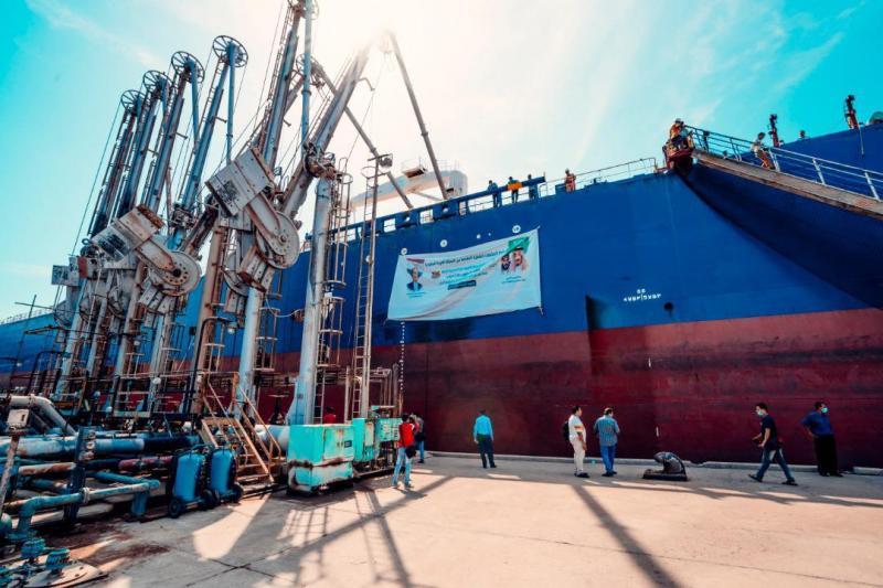 وصول أولى دفعات منحة المشتقات النفطية السعودية للكهرباء إلى عدن