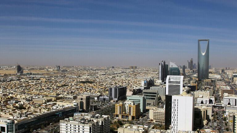 السلطات السعودية تشترط التطعيم ضد كورونا لدخول أي منشأة حكومية أو خاصة أو استخدام النقل العام