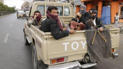 بمباركة رسمية .. الحوثيون يسعون للسيطرة على 13 محافظة شمالية