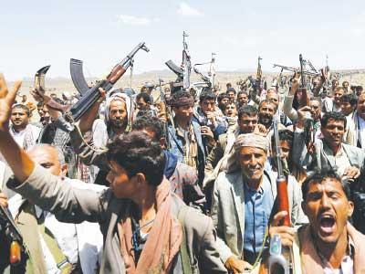 مسلحو الحوثي يقتحمون موقعاً عسكرياً استراتيجياً يطل على العاصمة ويستولون على جميع أسلحته ويطردون جنوده