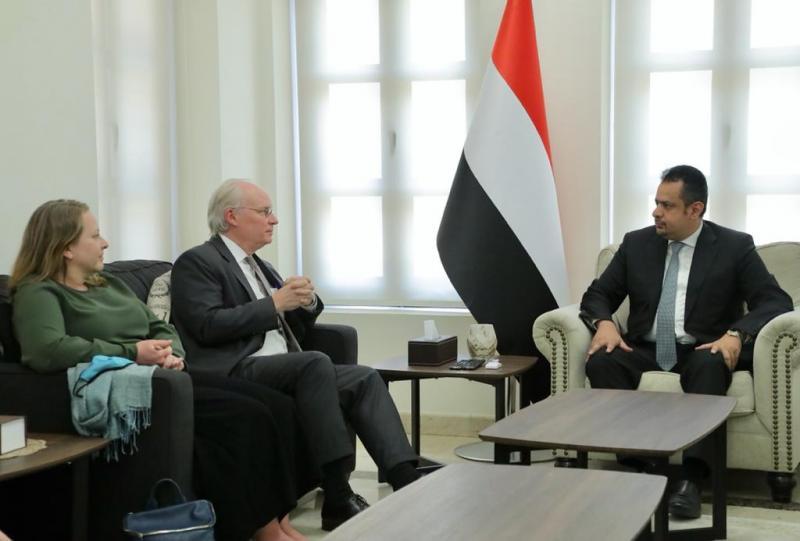 رئيس الوزراء يستقبل المبعوث الأمريكي الخاص الى اليمن