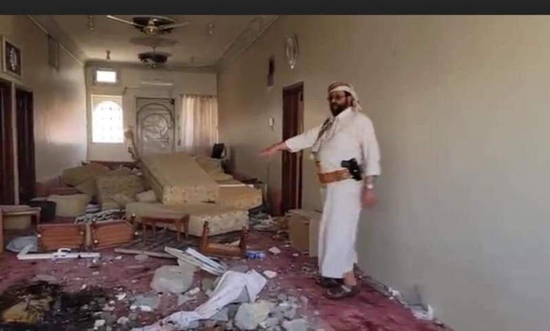 شاهد بالصور .. محافظ مأرب داخل منزله عقب قصفه بصواريخ باليستية حوثية