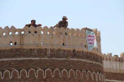 المسلحون الحوثيون يسيطرون على ساحة الحراك التهامي  والقلعة التاريخية في الحديدة (صورة)