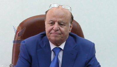 الرئيس هادي يجري إتصالاً هاتفياً مع وزير الشباب والرياضة ويشيد بأداء المنتخب الوطني في مباراته أمام قطر