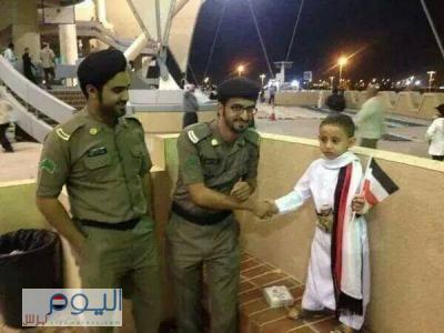 ( شاهد بالصور) أجمل صور مختارة لمُشجعي المنتخب اليمني في خليجي 22 بالرياض