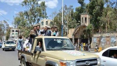 سام الأحمر يسلم نفسه للسلطات الأمنية عقب وساطة قبلية أنهت الإشتباكات والتوتر بين الحوثيين ومرافقي الأحمر في الحصبة ( تفاصيل حصريه)