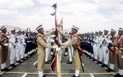 """رداً على وزير الدفاع """" الصبيحي"""" .. الحوثيون يسيطرون على الكلية الحربية بصنعاء"""