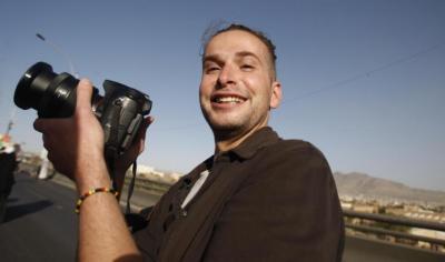 """بينما أكدت وزارة الدفاع  اليمنية تحريره .. وزارة الدفاع الأمريكية تؤكد مقتل الصحفي الأمريكي المختطف """" سومرز"""""""