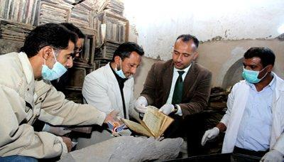العثور على مئات المخطوطات النادرة بصنعاء