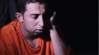 """تنظيم الدولة """" داعش """" يظهِر الطيار الأردني بلباس """"الإعدام"""" ويكشف عن بعض المعلومات"""