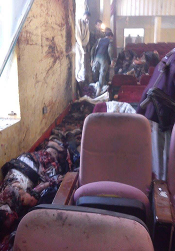 صور مروعة للتفجيرالإنتحاري الذي إستهدف المركز الثقافي بإب مع صورة الإنتحاري الذي فجر نفسه